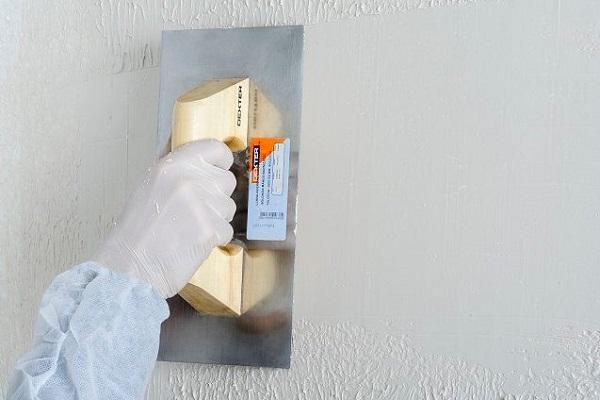pegamento-de-escayola-para-alisar-paredes